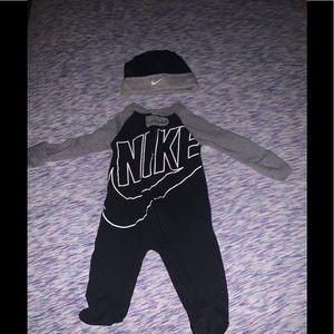Nike oonsie w/ hat